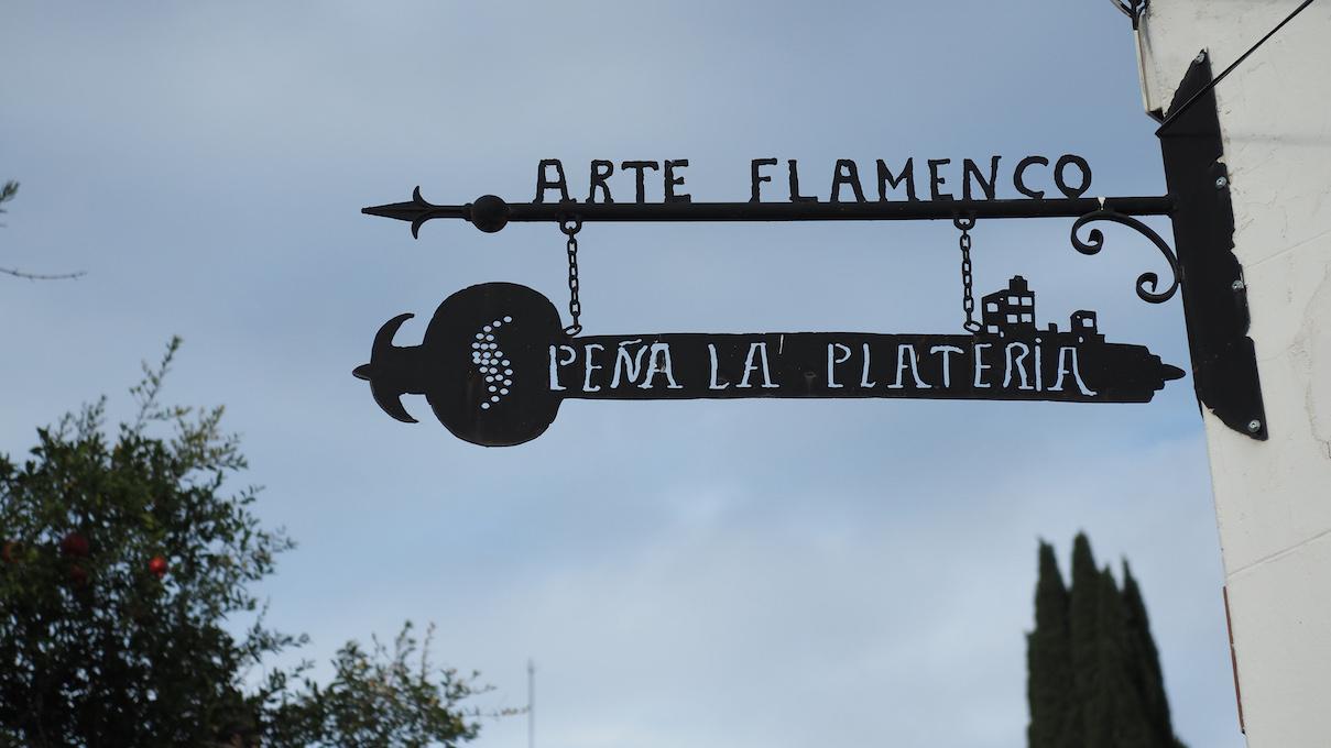 Foto vom Tuerschild der Pena la Plateria in Granada _ Foto von Karin Helml