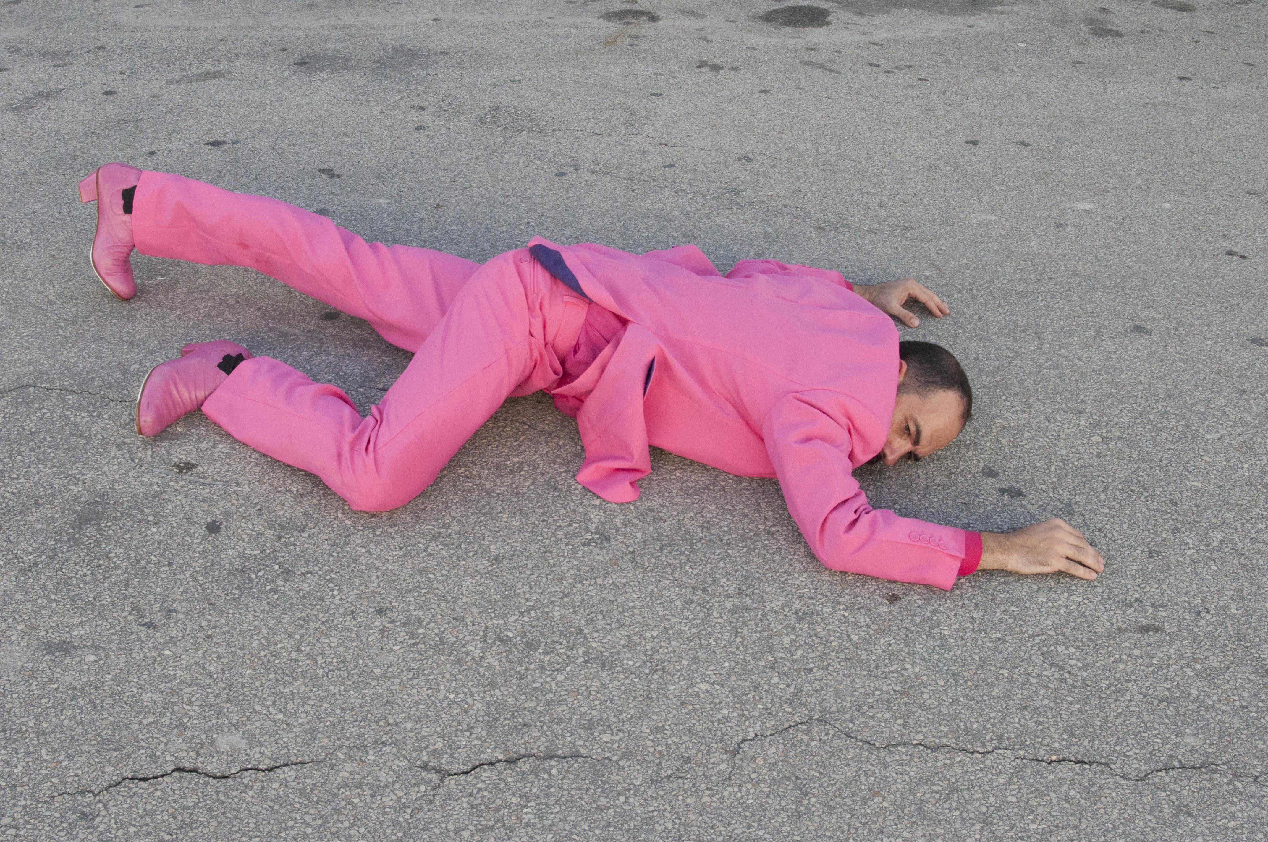Foto Flamencotaenzer Juan Carlos Lerida liegt am Boden_Foto von Manuel Romalde