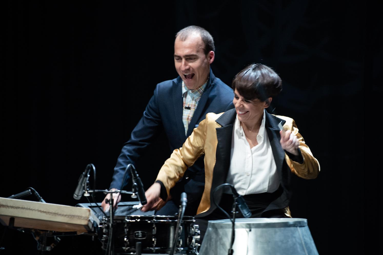 Flamencodanses Leonor Leal en slagwerker Antonio Moreno, in 'Nocturne' van Leonor Leal.